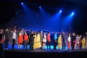 Cast looks at curtain call Credit: Giselle Dalili '20/SPECTRUM